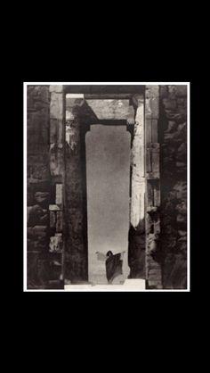 "Edward Steichen - "" Isadora Duncan at the Portal of the Parthenon "", 1920 - Photogravure - 23 x 18,5 cm"