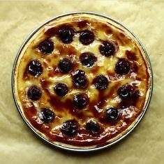 Une déclinaison du célèbre flan pâtissier garni de cerises, un dessert familial et économique.
