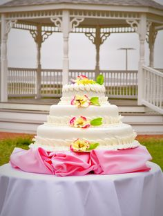 Beaufort Weddings A Wedding Cake In Front Our Of Gazebo At Traditions Aboard Mcrd Parris