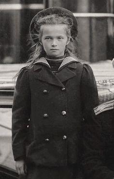 Romanov Sisters, Grand Duchess Olga, House Of Romanov, Tsar Nicholas Ii, Anastasia, Princesses, Angels, Coat, Fall