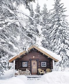 Small Log Cabin, Little Cabin, Cozy Cabin, Cabin Homes, Log Homes, Cute House, Tiny House, Winter Schnee, Winter Cabin
