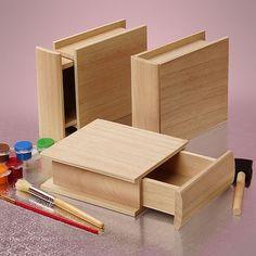 NOUVELLE BOÎTE TIROIR EN BOIS  Ces boîtes en bois extraordinaires sont fabriqués en bois de paulownia inachevé et souvrent comme un petit tiroir. Ils ressemblent à des livres à couverture rigide et peuvent être empilés ou stockée debout sur une étagère. Lintérieur du tiroir de hauteur largeur 4-11/16 x 3-5/16 x 1-3/8 profondeur. Lextérieur mesure 6-1/4  Long x large x 2 de 5-3/8- 1/16.  Utilisez-le comme il est ou peinture/teinture pour votre article préféré.  Les possibilités avec ces…
