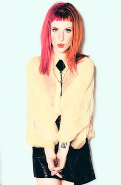 Love Hayley Williams' hair and clothes!!!!
