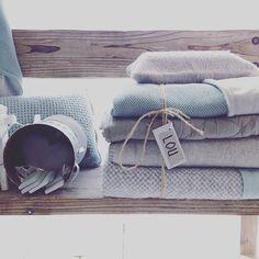 Met dit weer kruip je toch het liefst onder allemaal mooie dekens Brr.. #nederlandsweertje #rainyday #dekens #kidsroom #sapphire #mint #grey