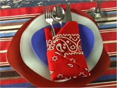 How to Fold a Pocket Napkin {fun for 4th of July parties!}