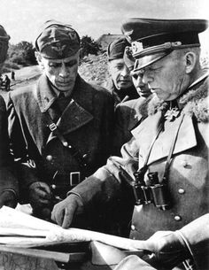 Generaloberst Ewald von Kleist with italian officers.