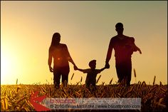 fall family picture ideas | Fall is a GORGEOUS time of year for family portraits! Today I'd like ...