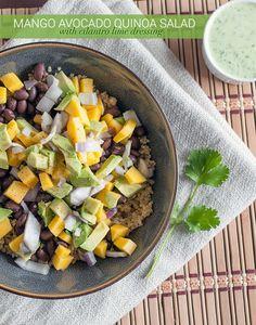 Ensalada de quinoa, mango y aguacates con aderezo de cilantro y lima | 23 Ensaladas sin lechuga que sí querrás comer