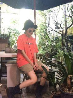 ハットとコロンビアTシャツとパタゴハーフパンツとビーンブーツ履いてお庭(´。✪ω✪。`)🌳🌲🌴