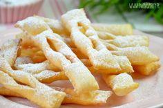 Faworki - prosty przepis na pyszne tradycyjne słodkości :) Polish Desserts, Muffins, Onion Rings, Apple Pie, Macaroni And Cheese, Oreo, Deserts, Food And Drink, Cookies