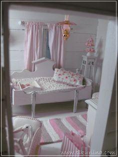 Linnanneidon lokikirja: Kesämökin olkkari - Cottage style living room - The cutest website