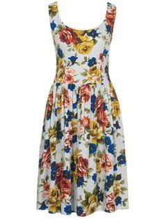 burda style, Schnittmuster - Aufregendes Kleid mit figurbetontem Oberteil und weitem, knielangem Rock