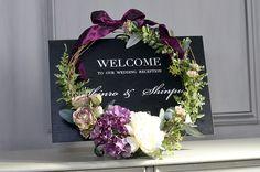 Welcome wreath wedding Dried Flower Arrangements, Dried Flowers, Paper Flowers, Floral Wedding, Wedding Bouquets, Wedding Flowers, Wedding Ceremony Decorations, Flower Decorations, Wedding Boxes