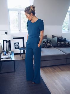 35 Elegant Jumpsuit for Work Outfit Mode Chic, Mode Style, Work Fashion, Fashion Outfits, Trendy Fashion, Designer Jumpsuits, Jumpsuit Outfit, Wide Pants Outfit, Casual Jumpsuit