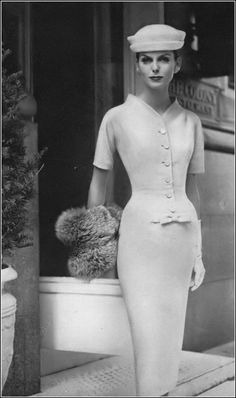 Marie in city-sheath mildly-waisted and softened with a bow and buttons of beige basket-weave wool by Rembrandt hat by Sally Victor photo Vintage Outfits, Robes Vintage, Vintage Dresses, Fifties Fashion, Retro Fashion, Womens Fashion, High Fashion, Luxury Fashion, Moda Vintage
