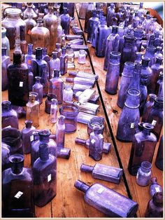 Old Glass Bottles, Vintage Bottles, Bottles And Jars, Shades Of Purple, 50 Shades, Dark Purple, Blue, Colored Vases, Rose Colored Glasses