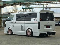 Toyota Van, Toyota Hiace, Scion, Travel Tours, Cars And Motorcycles, Dream Cars, Vans, Space, Vehicles