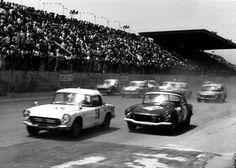 Honda at Funabashi Circuit 1965 Honda S, Japanese Cars, Mazda, Cars And Motorcycles, Cool Cars, Circuit, Nissan, Toyota, Racing