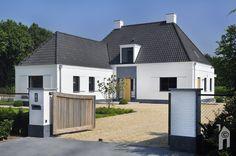 Voorkant van het huis mag er ook wezen. Modern Buildings, Garage Doors, Shed, Outdoor Structures, Mansions, Nice, House Styles, Outdoor Decor, Home Decor