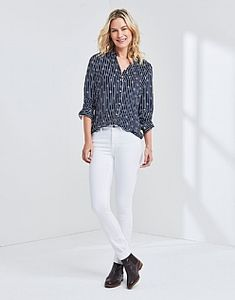 Cool and feminine sale shirts to dress up or down. In classic or relaxed fit. Shirt Sale, Printed Linen, White Jeans, Dress Up, Feminine, Skinny Jeans, Dark, Pants, Shirts