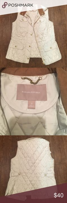 Banana republic ivory quilted vest Ivory quilted vest with a corduroy collar. Gold details on buttons and zippers. Very preppy and classic look. Size medium. EUC Banana Republic Jackets & Coats Vests