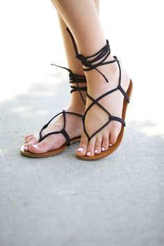 Gladiator Sandals for women are in fashion for centuries now. Gladiator sandals do make your legs look sexier and way more attractive. They add a good style quotient to your outwear and have a appeal that many agree on. Sock Shoes, Cute Shoes, Me Too Shoes, Shoe Boots, Strappy Sandals, Shoes Sandals, Heels, Women Sandals, Flat Sandals