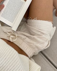 Discovered by 𝐑𝐨𝐬𝐞 𝐉. Find images and videos about fashion, style and white on We Heart It - the app to get lost in what you love. Summer Outfits, Cute Outfits, Summer Ootd, Basic Outfits, Vacation Outfits, Sweater Outfits, Insta Photo, Looks Cool, Mode Style