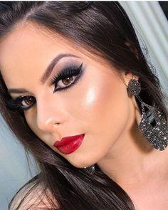 Stunning Eyes, Beautiful Lips, Beautiful Girl Image, Gorgeous Makeup, Love Makeup, Makeup Looks, Sexy Eye Makeup, Glam Makeup Look, Smokey Eye Makeup