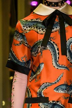 Gucci at Milan Fashion Week Fall 2017 - Details Runway Photos Gucci Fashion, Fashion Week, Fashion 2017, Trendy Fashion, Fashion Show, Milan Fashion, Portfolio Mode, Fashion Portfolio, Gucci Fall 2017