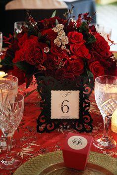 Arranjo de mesa para #casamento com decoração em #vermelho