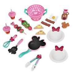 Minnie Mouse Brunch Cooking Play Set - Official shopDisney® Minnie is serving up a fine feast with her brunch play set. Featuring stylish serveware and sweet treats, this cooking set is a delicious delight for mini foodies and their lucky guests! Minnie Mouse Toys, Minnie Bow, Disney Sketches, Briar Rose, Disney Toys, Brunch, Decoration, Holiday, Gifts