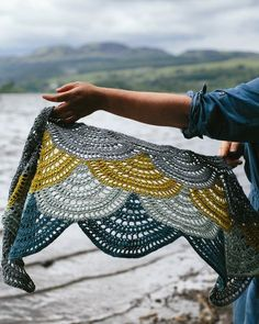 bout Lake of MenteithThis shawl uses fan motifs to create its wide, narrow shape and opendrape. It's worked in my favourite colour combo of blues, greys andc
