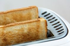 6 Gourmet Toast recipes to upgrade your toast! Taking you beyond smashed avocado toast! From meat lovers to vegetarian, healthy to dessert, these recipes are what you need in your life…and in… Breakfast Toast, Breakfast Recipes, Tostadas, Toaster, Toast Toppers, Kari Ayam, Steamed Asparagus, Hummus Recipe, Laksa