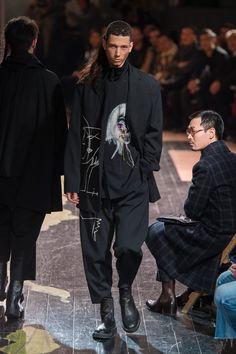 ヨウジヤマモト2016AW コレクション Gallery31 Dope Fashion, Unisex Fashion, Fashion Models, Fashion Brands, High Fashion, Mens Fashion, Yoji Yamamoto, Japanese Fashion Designers, Layering Outfits