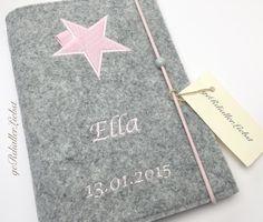 f9f26d94d7e20d   personalisierte U-Hefthülle   Mit dieser U-Hefthülle aus Grau meliertem  Wollfilz und Baumwollstoff im klassischem Rosa Punkte Design