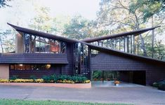 Amazing Mid Century Modern House Ideas 01