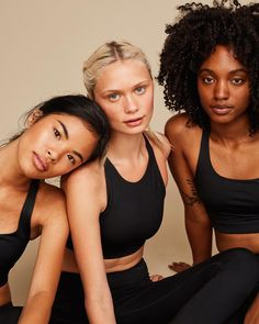 Looking for ethical activewear? Girlfriend Collective creates sustainable activewear out of recycled plastic bottles. Learn more about the process here! Velo Fitness, Branding, How To Pose, Strike A Pose, Ethical Fashion, Mom Style, Girl Power, Girlfriends, Beautiful People