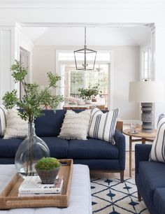 #DiyCraftsForRoomDecor Blue Couch Living Room, Navy Living Rooms, Boho Living Room, Home And Living, Blue And White Living Room, Living Room Decor Blue Sofa, Small Living, Coastal Living Rooms, Home Decor Ideas