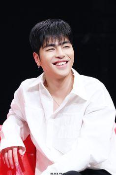 Ikon Leader, Chanwoo Ikon, Ikon Debut, Kim Dong, Fukuoka, Black Swan, Yg Entertainment, Bobby, The Voice