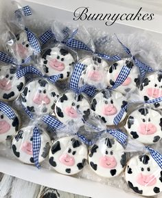 Cute kids cow themed sugar cookie favors made by Bunnycakes Cow Birthday Parties, Farm Birthday, Birthday Cookies, 1st Birthday Girls, Birthday Ideas, Farm Animal Party, Farm Party, Cow Baby Showers, Cow Cookies