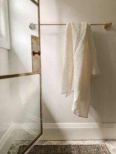 Bathroom Spa, Bathroom Interior, Bathroom Goals, Washroom, Bathroom Storage, Bathroom Ideas, Cream Bed Covers, Shower Floor Tile, Bath