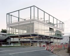 muoto .  Public Condenser  Low-cost flexible university building . Paris (4) concept structuur stapeling volumeschakeling ruimteschakeling dak sport compositie verhoudingen gevel