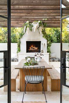 Outdoor living decoration. Indoor Outdoor Kitchen, Outdoor Dining, Outdoor Spaces, Outdoor Decor, Outdoor Kitchens, Modern Outdoor Fireplace, Deck Decorating, Pergola Designs, California Homes