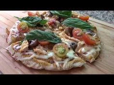 ¡Aprende a preparar una pizza casera sin necesidad de horno! #Pizza #Pizzacasera #Pizzasinhorno Vegetable Pizza, Vegetables, Food, Easy Recipes, Oven, Homemade, Essen, Vegetable Recipes, Meals