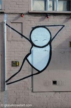 As figurinhas carismáticas do artista urbano Stik (ou figuras de palito) têm ocupado as ruas de Londres há mais de 10 anos. Apesar de andróginas e construídas com formas simples, as figuras ainda assim são capazes de transmitir emoções e linguagem corporais complexas. Suas ideias a respeito da vulnerabilidade humana são notáveis na sua arte. by http://www.ideafixa.com/stik-figures/
