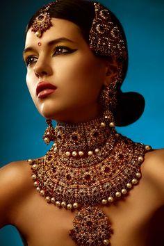 tikaa maang ruby pearl by Stas Martynov. More here: http://www.indianweddingsite.com/10-maang-tikka-jhoomar-looks/