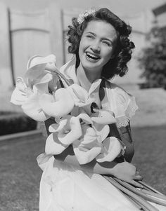 Jane Powell (born April an American singer, dancer and actress. Hollywood Icons, Hollywood Fashion, Golden Age Of Hollywood, Vintage Hollywood, Hollywood Glamour, Hollywood Stars, Classic Hollywood, Old Movie Stars, Classic Movie Stars