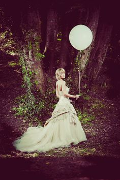 #Wedding white and moonlit round balloon - via Rock N Roll Bride.