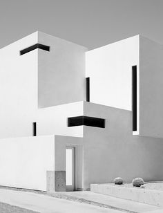 Strong architecture with Bauhaus references and so contemporary.