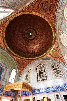 Topkapi Palace Istanbul Turkey one of the world's most beautiful cities. Have the best museum ever. Byzantine Architecture, Islamic Architecture, Beautiful Architecture, Beautiful Buildings, Art And Architecture, Empire Ottoman, Museum, Most Beautiful Cities, Orient